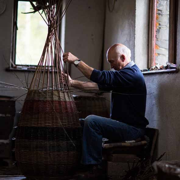 design_island_daa_basketry_joe_hogan_baskets_joe_hogan_making_2_pr