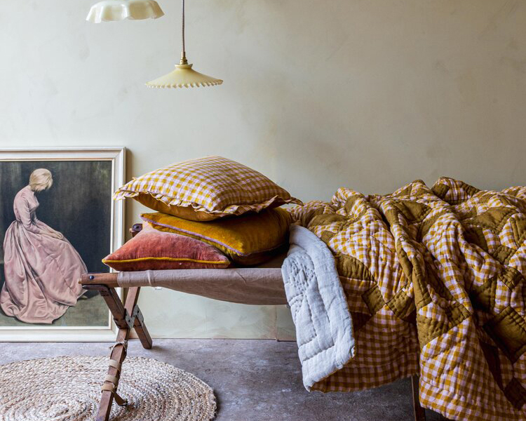 Wes Gingham Frill Pillow £60 / Wes Patchwork Quilt £295 Projekti Tyyni